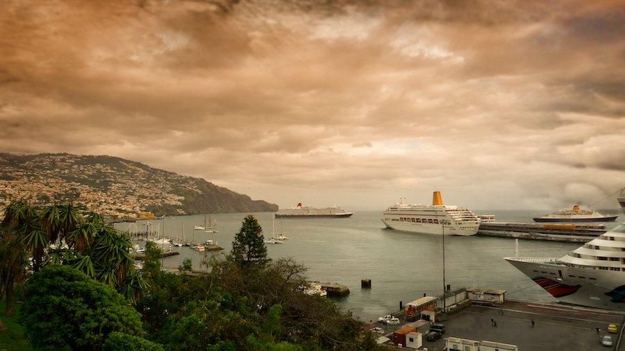 Puerto de Funchal en un atardecer sahariano. Foto de Suso de Diego.