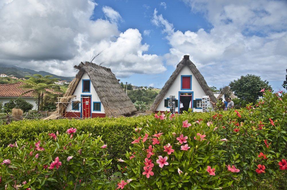 Casas típicas de Santana, uno de los puntos de interés fotográfico de esta excursión.