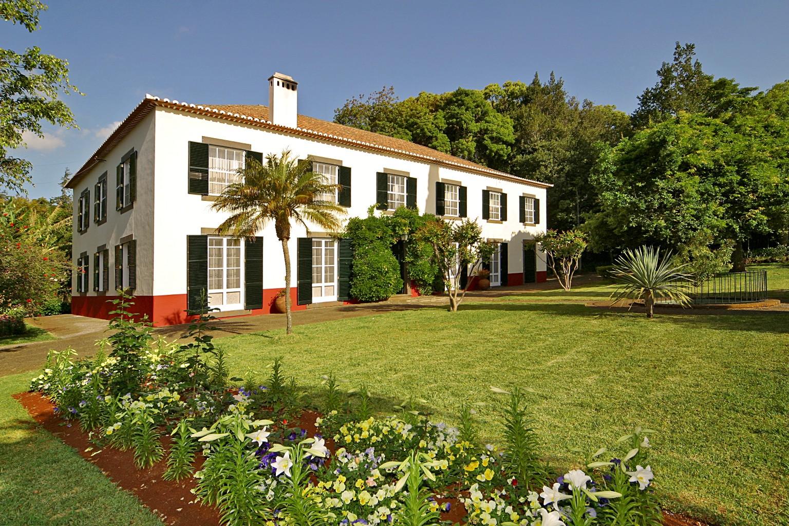 Quintas de madeira gu a isla madeira portugal for Jardines de casas quintas